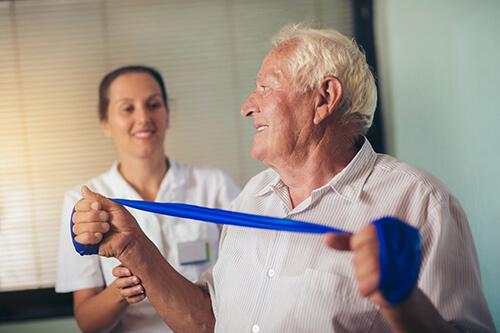 Orthopädische Übungen im Alter